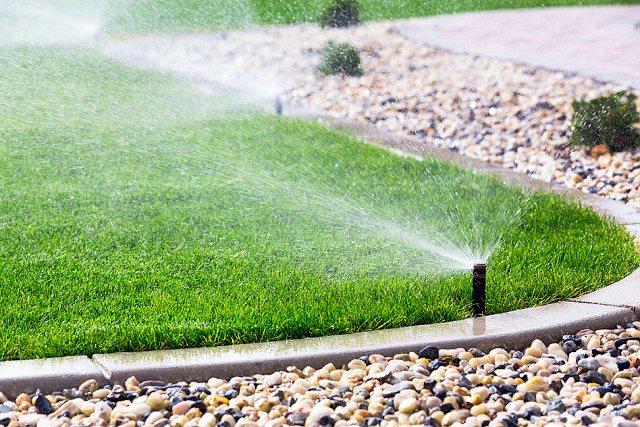 zavlažování zahrad a trávníku