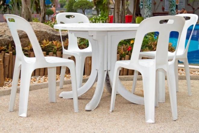 plastový zahradní nábytek